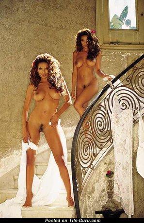 Изображение. Renee Tenison - фото невероятной обнажённой брюнетки негритянки с средними дойками ретро