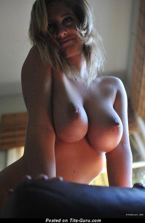 Изображение. Jenny - изображение офигенной раздетой блондинки с средними натуральными дойками