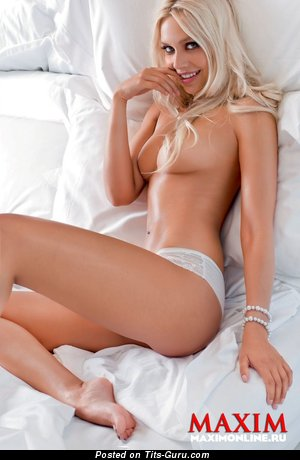 Image. Natalia Rudova - naked blonde with medium natural breast image