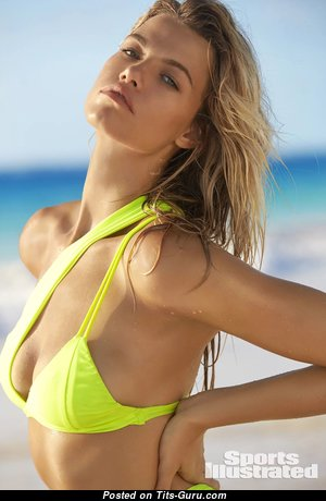 Hailey Clauson - Handsome Glamour & Non-Nude American Blonde Babe with Handsome Natural Titties in Bikini on the Beach (Hd 18+ Photo)