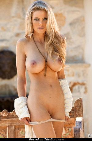 Изображение. Изображение сексуальной голой женщины с большими дойками