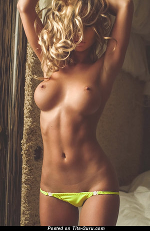Image. Naked wonderful woman with medium tits pic