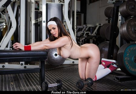 Magnificent Babe with Magnificent Exposed Medium Sized Tits is Doing Fitness (Hd Sex Foto)