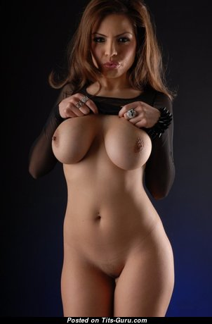 Sexy Naked Babe is Undressing (18+ Pix)