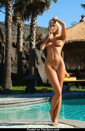 Miela A Aka Marry Queen - Superb Blonde with Superb Bald Real Balloons in the Pool (Xxx Foto)