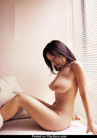 Megumi Kagurazaka - изображение обалденной раздетой брюнетки азиатки с среднего размера натуральными сисечками