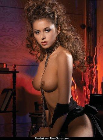 Pretty Babe with Dazzling Nude Real Med Boobie (Xxx Pix)