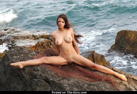 Image. Sofi - nude nice lady with medium boobs photo