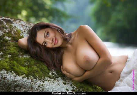 Charming Naked Brunette Babe (Hd Xxx Photoshoot)