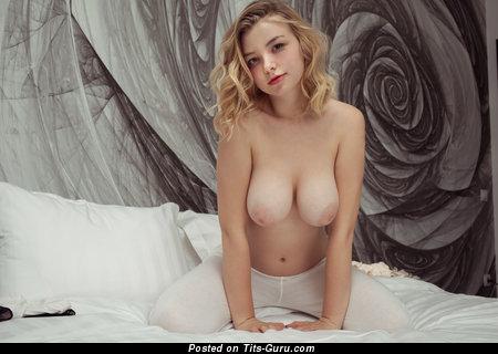 Изображение. Daniel Sea - фотография шикарной голой блондинки с большими натуральными дойками