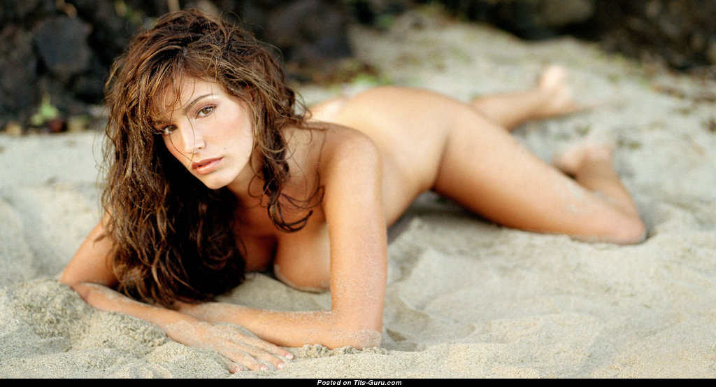 Kelly Brook Naked Photos