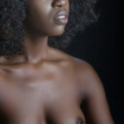 Ebony with medium natural tittys pic
