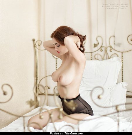 Изображение. Lidia Savoderova - изображение умопомрачительной леди топлесс с среднего размера сисечками