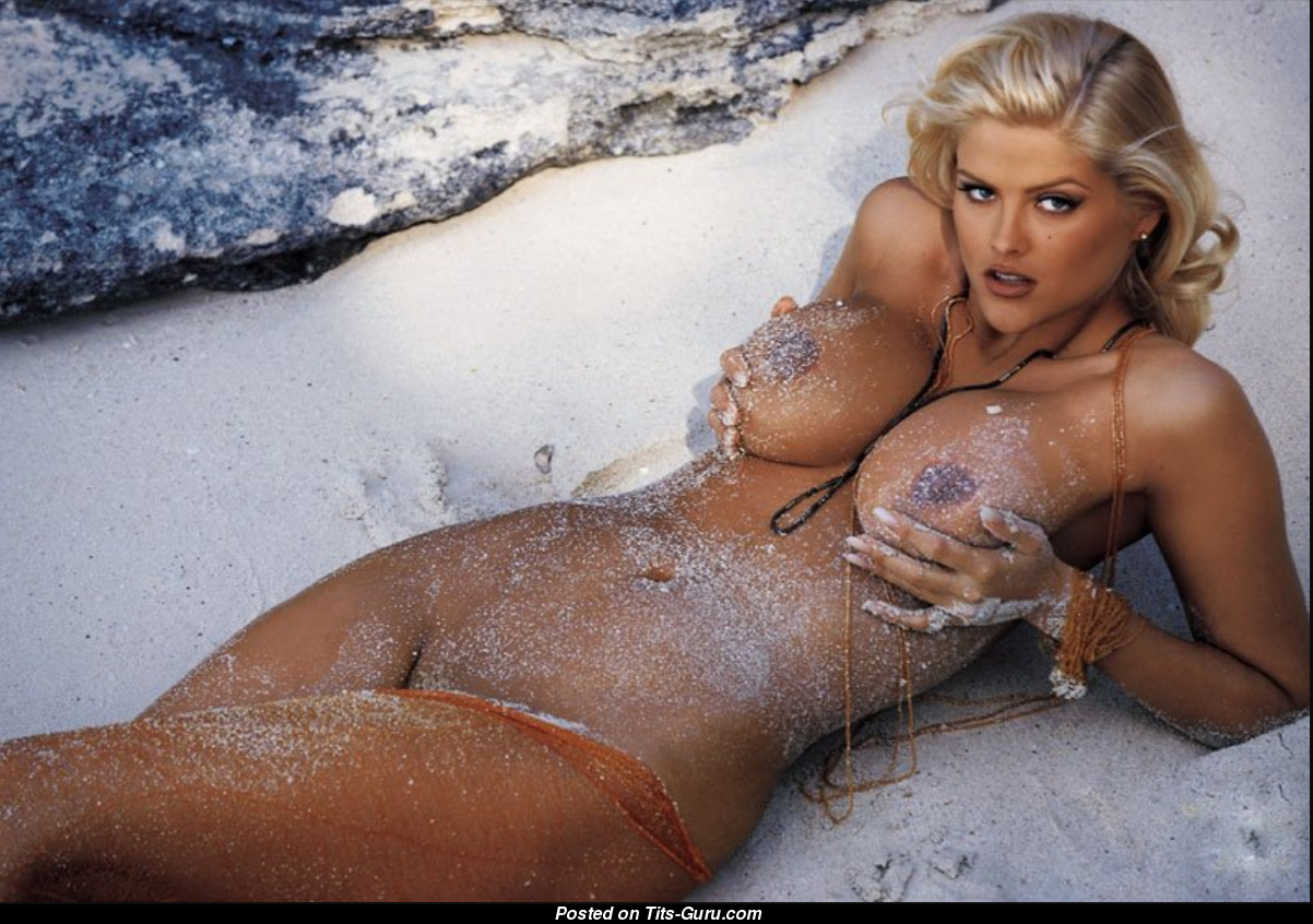 Anna nicole smith tits