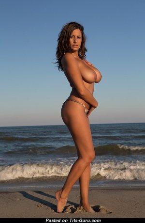 Привлекательная непрекрытая Playboy красотка (hd порно фото)