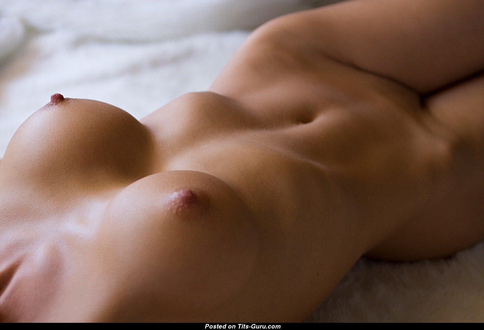деньгой фотка без лица обнаженной девушки нудистки дадут вам