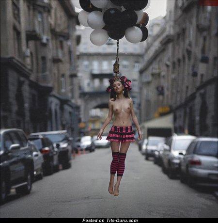 Splendid Naked Babe (Sex Photoshoot)