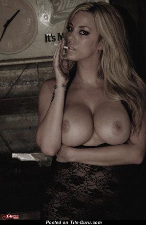 Elegant Unclothed Moll is Smoking (Hd Porn Pix)