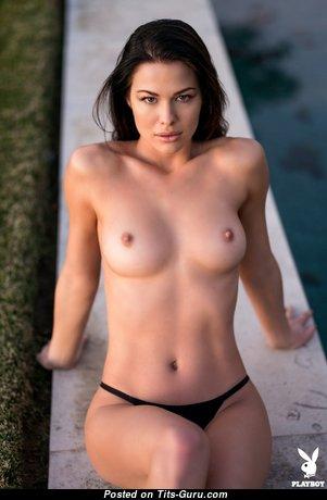 Jenny Watwood: топлесс рыжая Playboy красотка и стриптизёрша (США) с крутым обнажённым натуральным символическим бюстом в трусах раздевается (эротическая фотография)