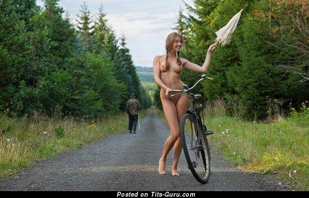 Изображение. Фотка офигенной голой леди с натуральной грудью