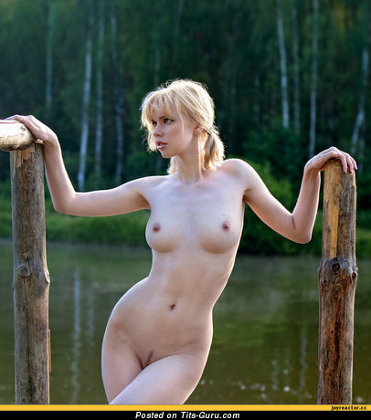 Image. Naked amazing lady with medium tits picture