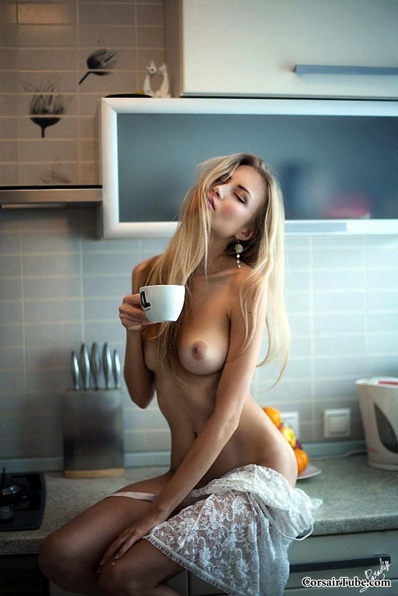 Эротика женщины на кухне 12 фотография