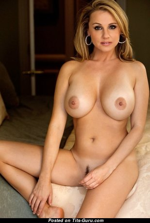 Fascinating Wife & Mom with Fascinating Bare Real Average Tittys (Porn Wallpaper)