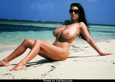 Handsome Babe with Handsome Bare Real G Size Breasts (Hd Sexual Foto)
