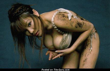 Изображение умопомрачительной обнажённой модели с тату