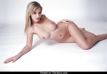Yummy Nude Babe with Erect Nipples (18+ Wallpaper)