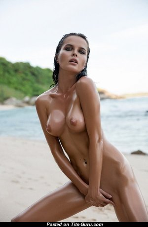Good-Looking Babe with Good-Looking Defenseless Natural Titty on the Beach (Xxx Photo)
