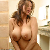 Rachel Aziani - hot lady with big natural tots photo
