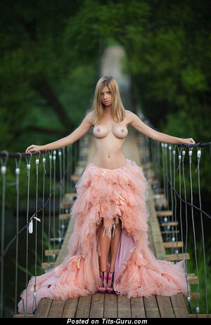 Lovely Unclothed Miss (Xxx Photoshoot)