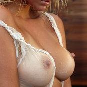 Красотка с шикарными голыми натуральными среднего размера сисями (ню фотка)