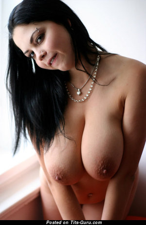 Fine Brunette Babe with Fine Bare Natural G Size Balloons (Sex Pic)