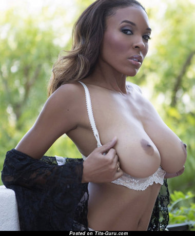 Fascinating Topless Ebony Chick with Fascinating Nude Natural Regular Tit & Big Nipples (Xxx Pix)