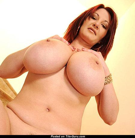 Graceful Naked Babe (18+ Image)