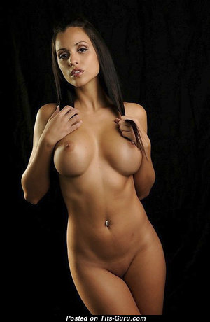 Sexy Glamour Undressed Brunette with Piercing (Sex Foto)