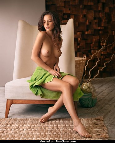 Stunning Babe with Stunning Nude Natural Boobys & Big Nipples (Hd 18+ Photo)