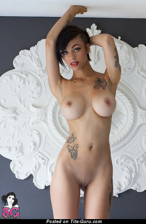 Lovely Ebony Brunette Babe with Lovely Exposed Silicone Dd Size Knockers, Pointy Nipples, Tattoo & Piercing (Xxx Foto)
