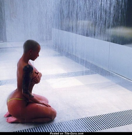 Amber Rose - Charming Topless, Wet & Painted American Blonde Singer with Charming Open Real Mega Boobies, Giant Nipples, Tattoo (on Public 18+ Picture)