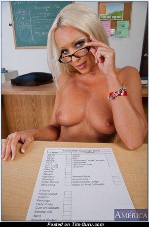 Diana Doll: naked nice woman image