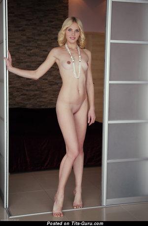 Dazzling Undressed Playboy Bimbo (Hd Sex Foto)