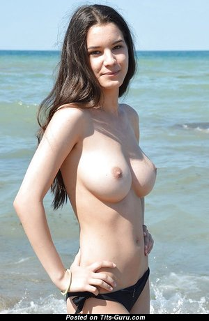 Perfect Topless Babe with Perfect Naked Real C Size Tit on the Beach (Sexual Wallpaper)