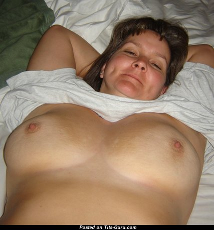 Kris - Splendid Topless Mom & Housewife with Splendid Open Real Tittys & Big Nipples (Amateur Hd Sexual Picture)