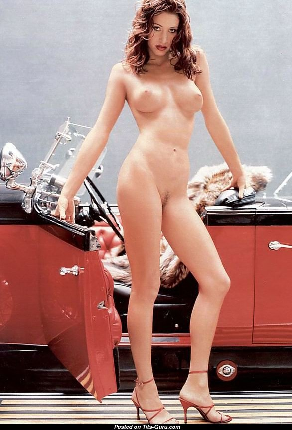 Shannon Elizabeth Sexy Naked Amazing Girl With Medium Natural Tots Photo