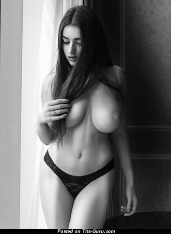 Exquisite Babe with Exquisite Bare Soft Boob (Porn Photoshoot)
