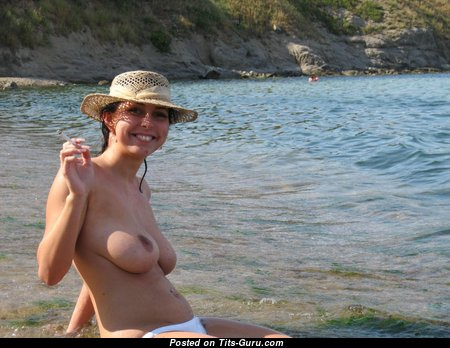 Amature - Marvelous Topless Brunette on the Beach (on Public Hd Porn Wallpaper)