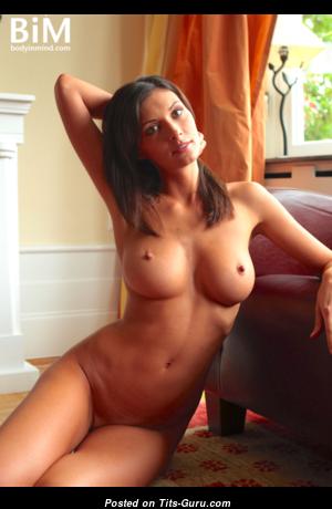 Симпатичная Orsi A и ее большие соски