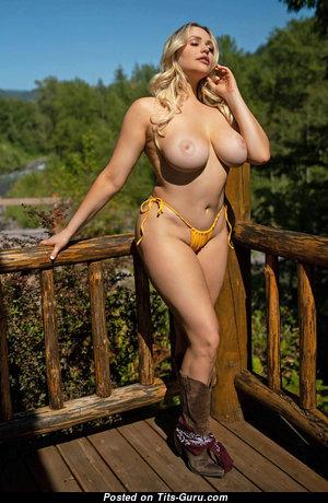 Mia Malkova - Elegant American Blonde Babe & Pornstar with Elegant Exposed Regular Jugs in Bikini (Hd Porn Foto)